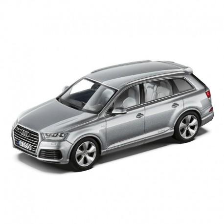 Miniature Audi Q7